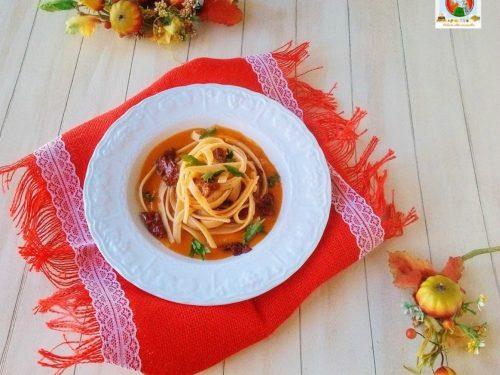 Pasta con crema di zucca e pomodori secchi