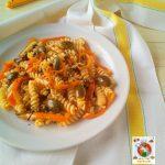 pasta con peperoni gialli olive e capperi