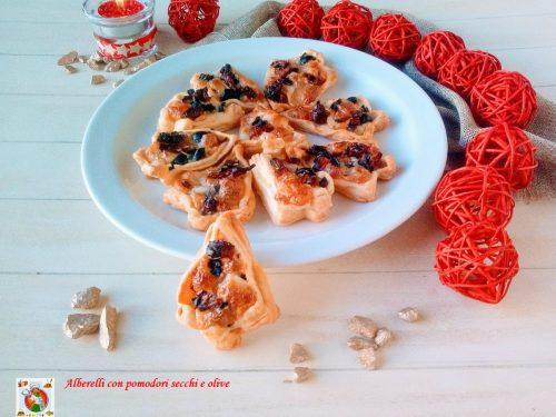 Alberelli con pomodori secchi e olive
