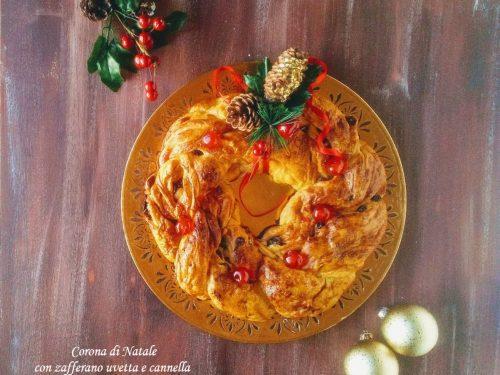 Corona di Natale con zafferano, uvetta e cannella