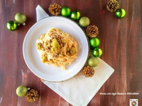 Pasta con ragù bianco e broccoletti