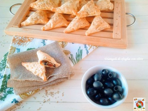 Triangoli di sfoglia con olive