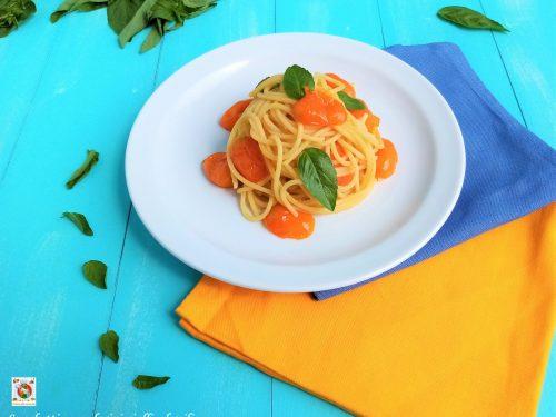 Spaghetti con pomodorini gialli e basilico