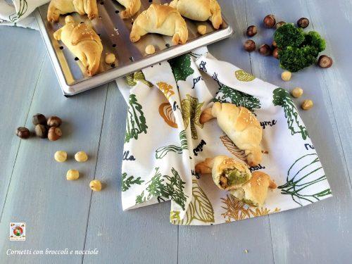 Cornetti con broccoli e nocciole