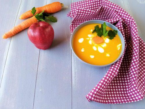 Vellutata con mela carote e zenzero