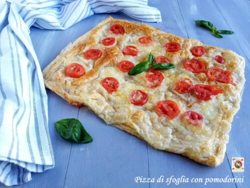 Pizza di sfoglia con pomodorini