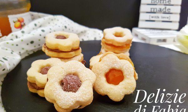 Biscotti occhio di bue con nutella e marmellata