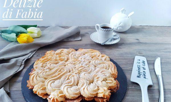 Crostata di frolla montata a forma di biscotto