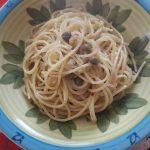 Spaghetti saporiti con aglio, olio e peperoncino io, olio