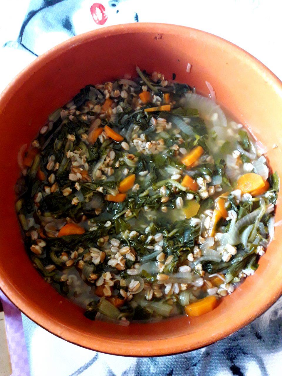Zuppa di farro con bietole