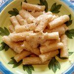 Rigatoni con crema di fave e pecorino