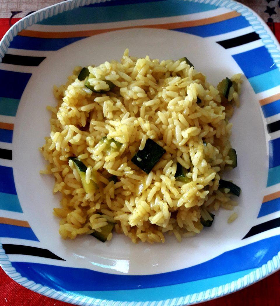 Riso saltato con zucchine e curry