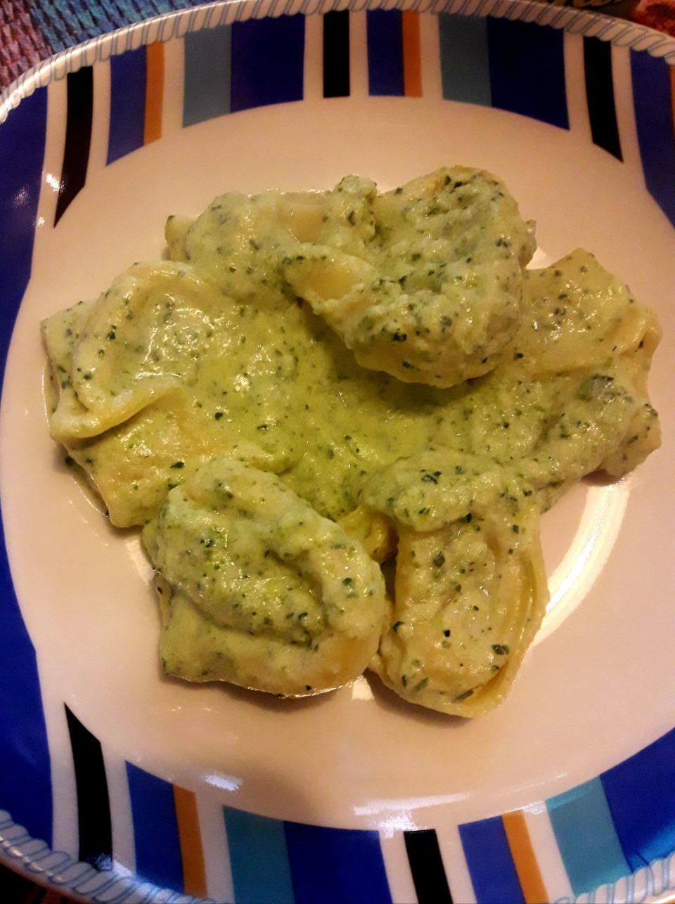 Tortelloni agli spinaci con crema di zucchine