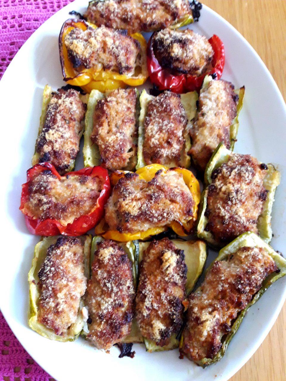 Zucchine e peperoni ripieni di carne e prosciutto