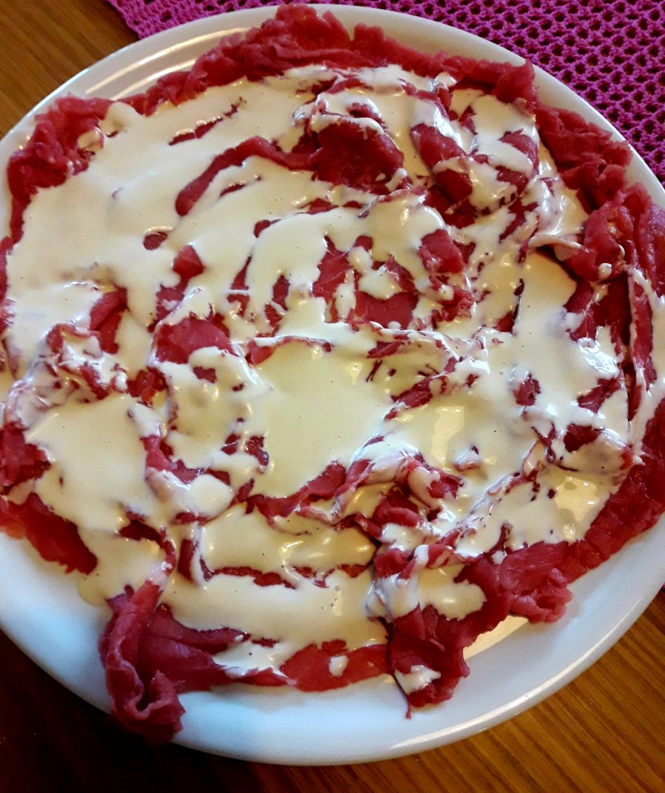 Carpaccio di carne in salsa