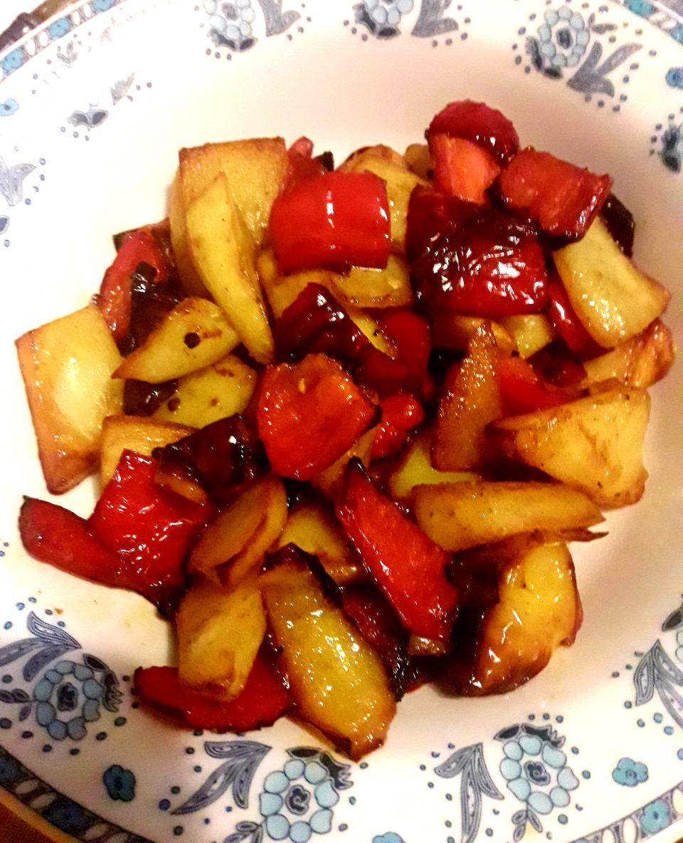 Peperoni e patate fritti