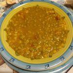 Zuppa di piselli con prosciutto crudo