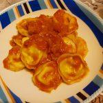 Tortelloni di patate con ragù al prosciutto