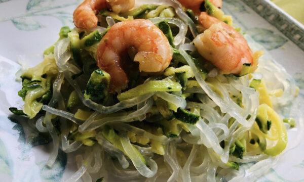 Shirataki con zucchine e mazzancolle