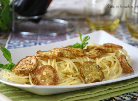 Pasta con la zucchina fritta (pasta ca' cucuzza fritta)
