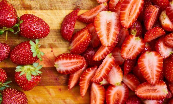 Risotto con fragole e ortiche