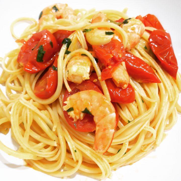 Spaghetti quadrati alla marinara con gamberi e pomodori
