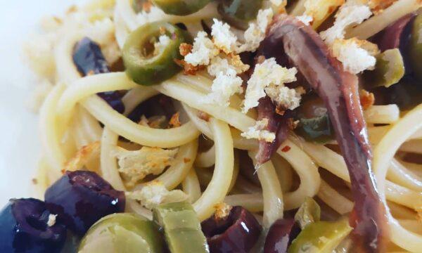 Spaghetti ammollicati con acciughe