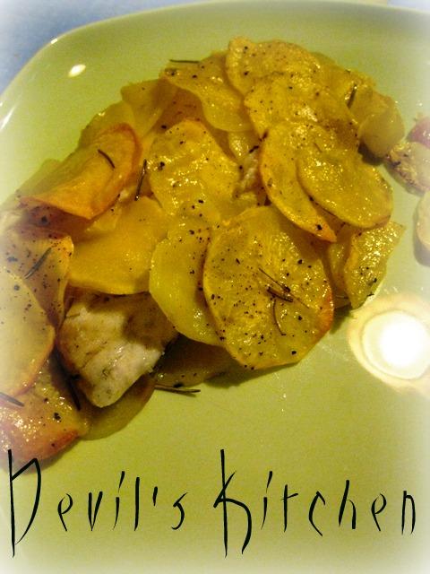 Ricerca ricette con cernia in crosta cn patate - Filetto di orata al forno su letto di patate ...