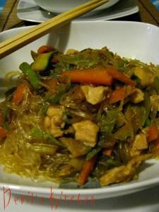 Cinese spaghetti di soia con pollo e verdure for Mangiare cinese