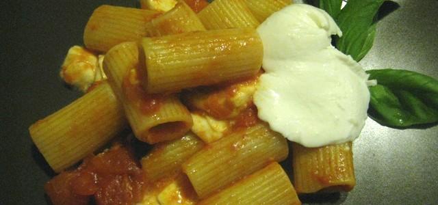 Rigatoni Pomodoro e Mozzarella Sarà… ma iRigatoni Pomodoro e Mozzarella sono uno dei piatti che faccio più spesso. Sono veloci da preparare, come fare un sughetto normale, ma la mozzarella […]