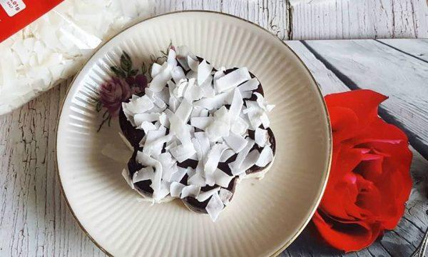 Dolce al cucchiaio al cocco e crema al cacao