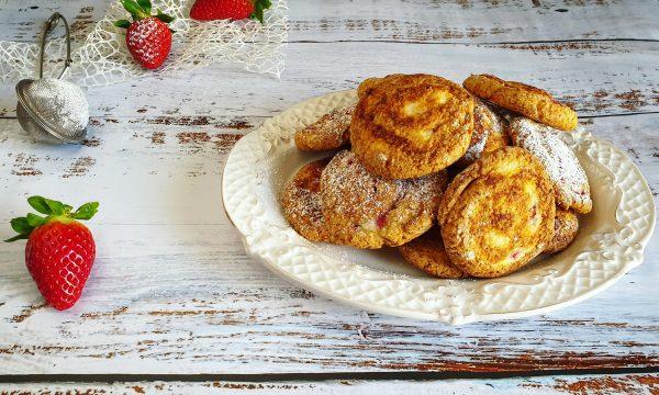 Biscotti integrali con farina di mais e fragole