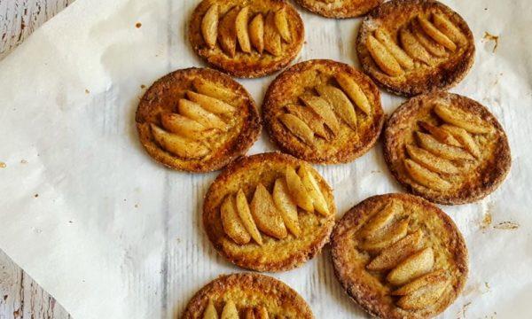 Biscotti dietetici di avena con pere e pistacchio