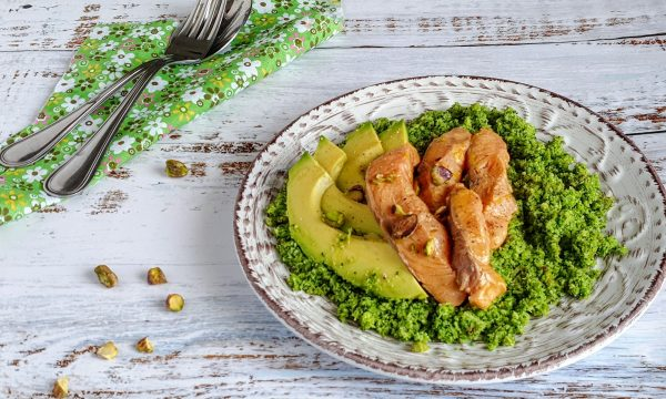 Couscous di broccoli con salmone e avocado