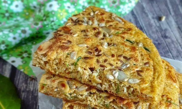 Pancake salato di avena con verdure e semi