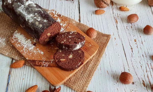 Salame di cioccolato fondente e noci tostate