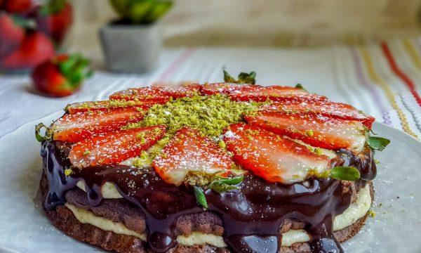 Torta light fragole e pistacchi