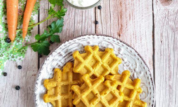 Waffle salati con carote e farina integrale