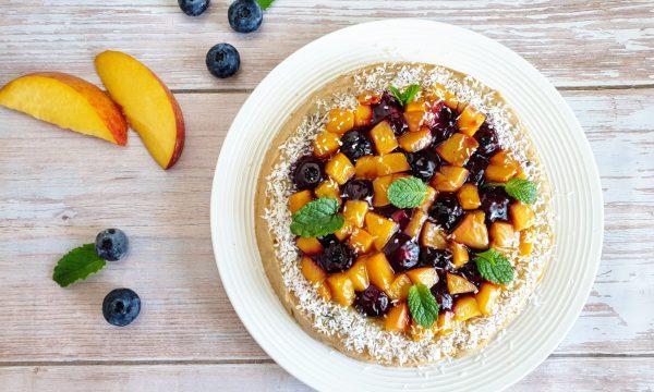 Crostata morbida senza glutine con frutta e crema