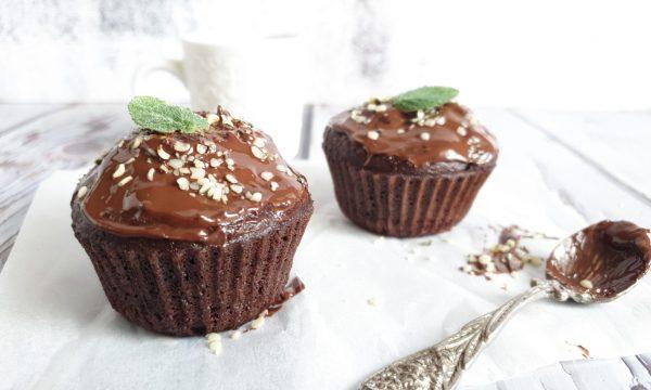 Muffin semplici e leggeri con semolino e cacao