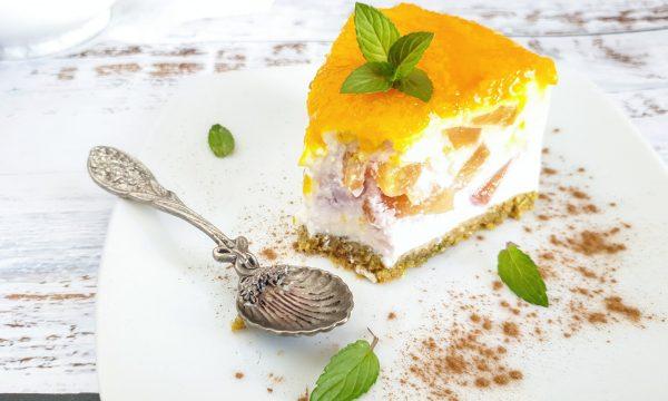Torta fredda allo yogurt e pesche