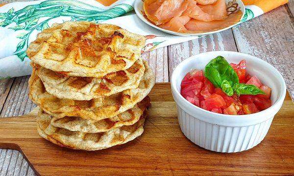Pizza waffle integrali ai pomodorini