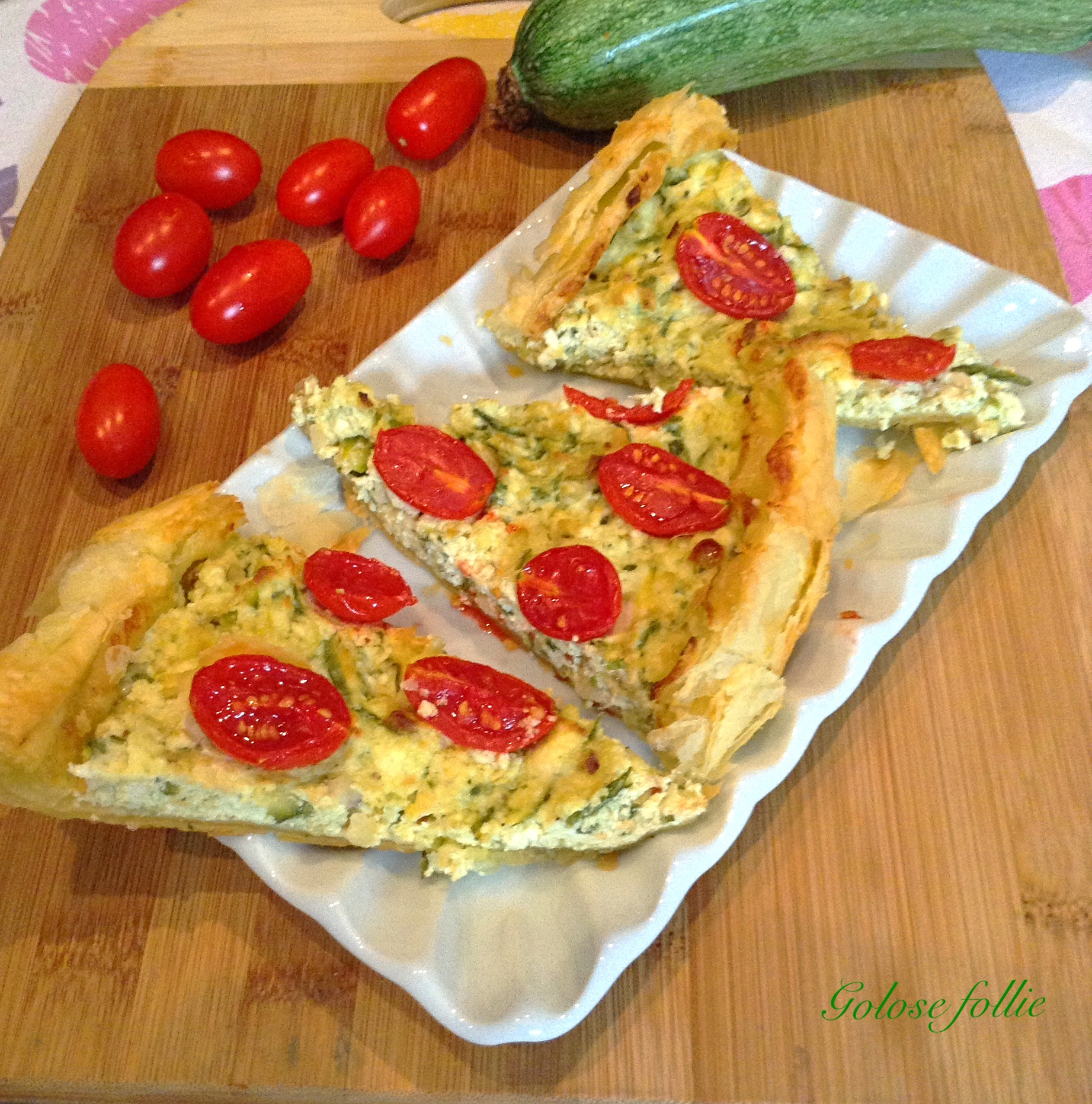 Rustico salato al pesto di zucchine con pomodorini