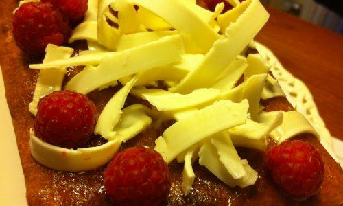 Plumcake al cioccolato bianco e lamponi