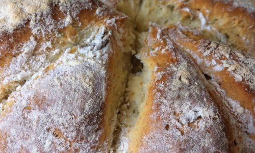 Pane australiano con rosmarino ed olive verdi