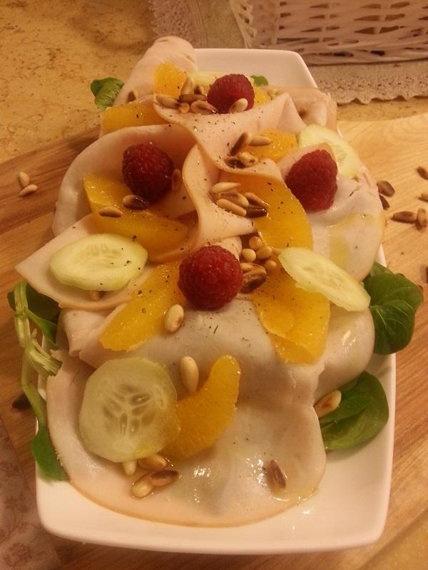 insalatina di tachino,valeriana, arancia e pinoli