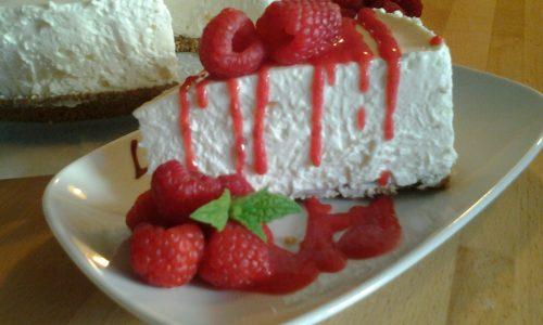 Cheesecake freddo al cioccolato bianco e lamponi