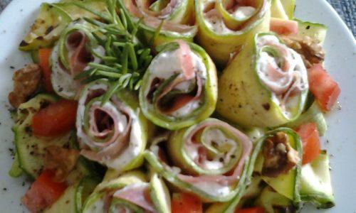 Rosette di zucchine farcite con crudo,  philadephia, noci e rosmarino