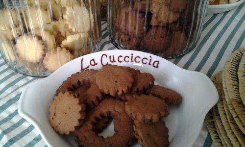 Canestrelli al cioccolato con gocce di cioccolato croccanti