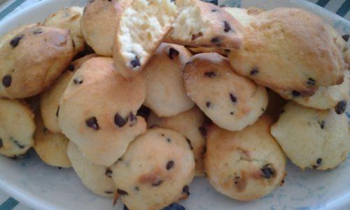 Biscotti morbidi di ricotta e gocce di cioccolato